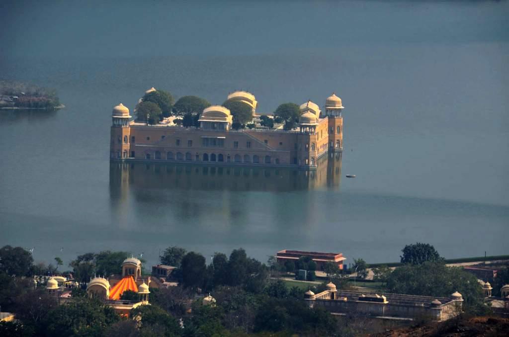 जल महल का कुछ और नज़दीक से लिया गया चित्र