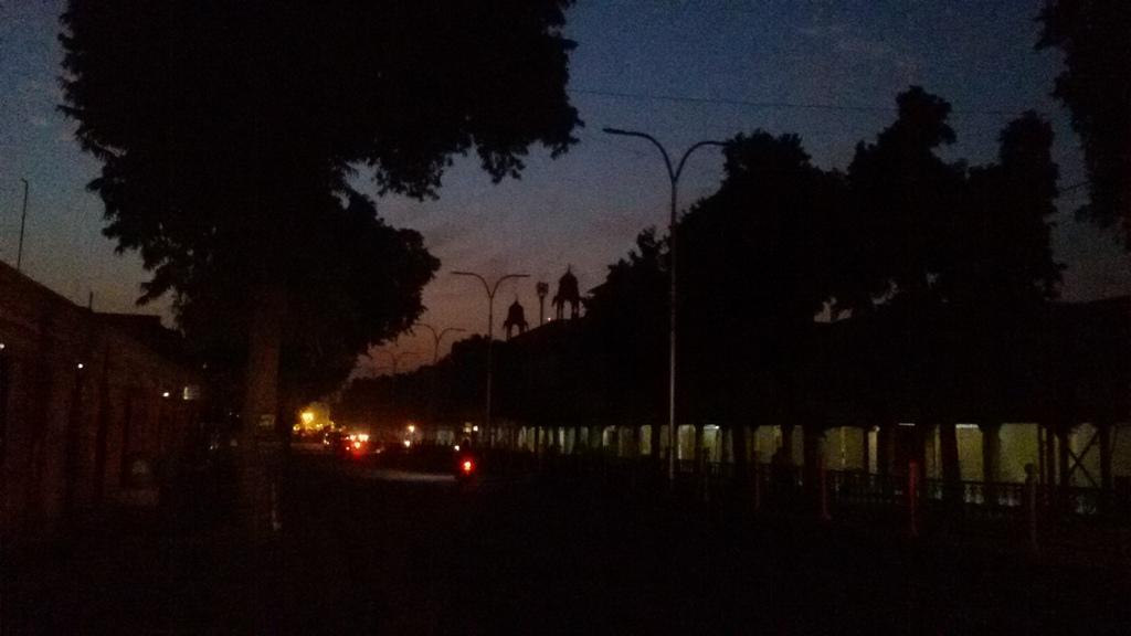 सूर्योदय में अब कुछ ही देर है। पुराना जयपुर !