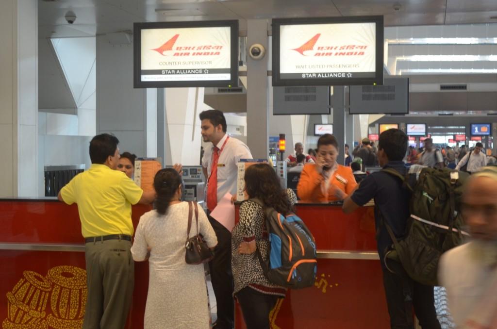दिल्ली एयरपोर्ट पर एयर इंडिया का चेक-इन काउंटर !