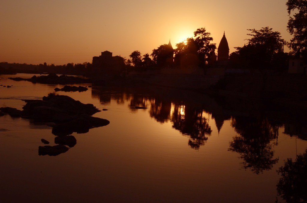 फॉरेस्ट रिज़ॉर्ट से सूर्यास्त का दृश्य !