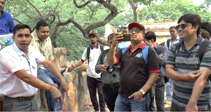 भूली भटियारी फ़ोटो वॉक में दिल्ली के कई नामचीन ब्लॉगर भी सम्मिलित हुए।