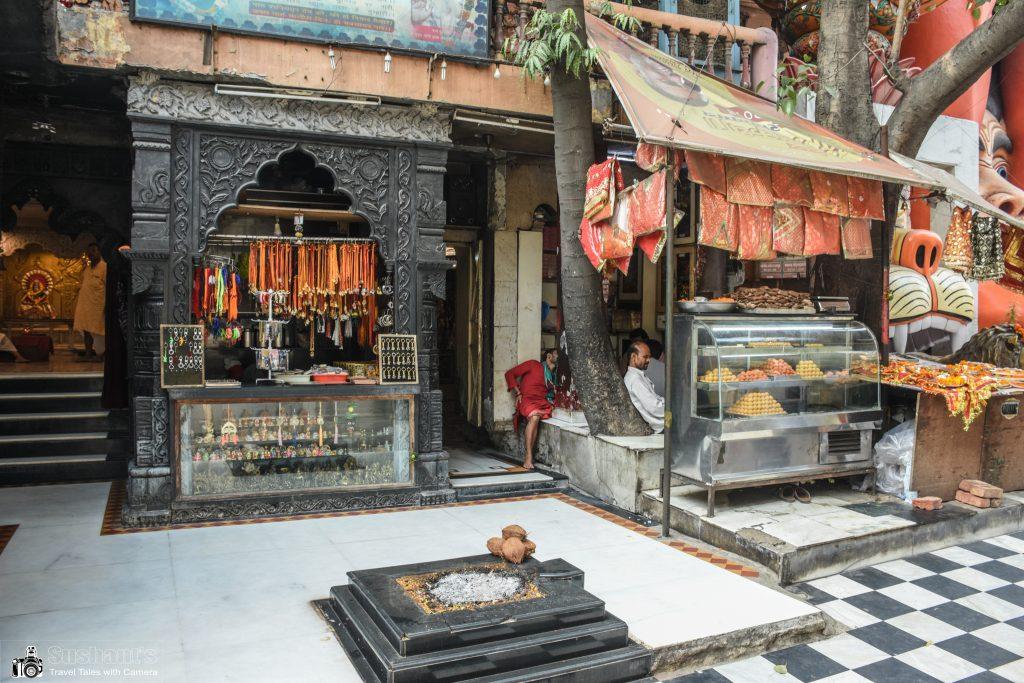 श्री शनिदेव मंदिर जो हनुमान जी की मूर्ति के बगल में ही स्थित है, भूली भटियारी जाने हेतु एक प्रसिद्ध लैंडमार्क है।