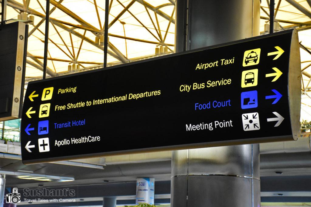 अपने अपने बैगेज लेकर एयरपोर्ट से बाहर आते हुए इन संकेतकों से बहुत सहायता मिलती है। पहली बार हैदराबाद एयरपोर्ट आने वाले यात्रियों को भी किसी से कुछ भी पूछने की आवश्यकता नहीं पड़ती।