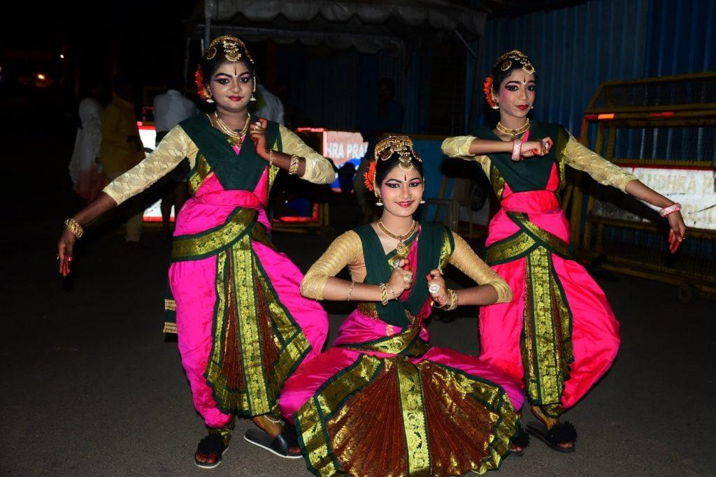 Posing for me again, these classical dancers stole the show at Sanskritik Mandapam, Mallikarjuna Temple, Sri Sailam.