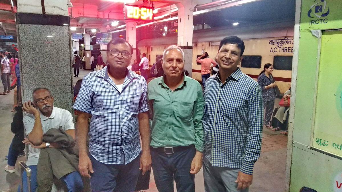 सिकंदराबाद स्टेशन का प्लेटफ़ॉर्म !  ट्रेन डेढ़ घंटा लेट है तो एक फोटो ही सही।