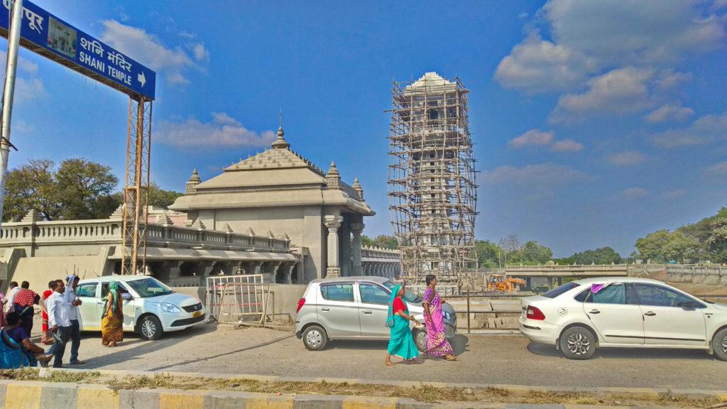 शनि शिंगणापुर देवस्थान का तेजी से विस्तार हो रहा है व इसे भव्य स्वरूप देने की तैयारी चल रही है।