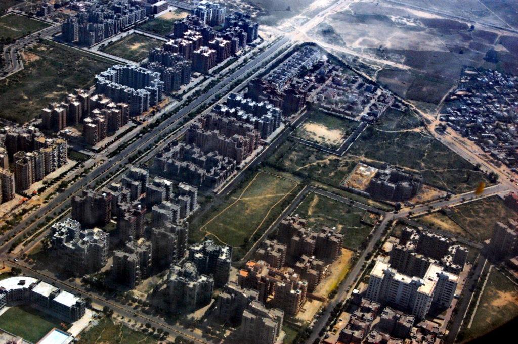 नई दिल्ली के आकाश से दिखाई दे रहे भवन !   लग रहे हैं न बिल्कुल कार्डबोर्ड के मॉडल जैसे ?