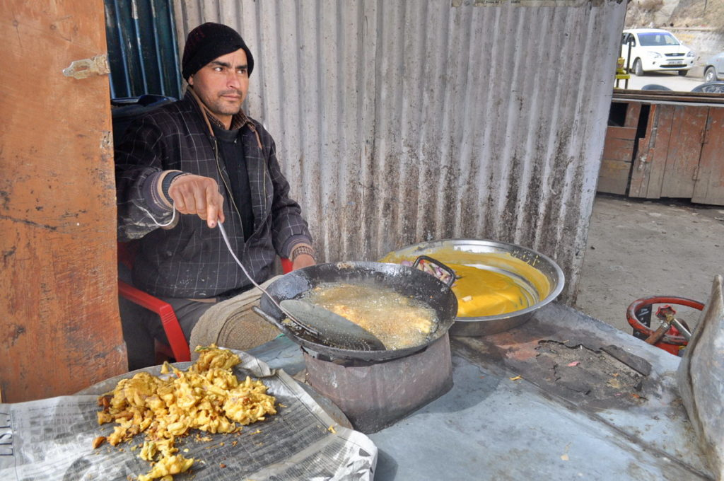 What a yummy and crispy pakodi he was making!  Patnitop J & K.