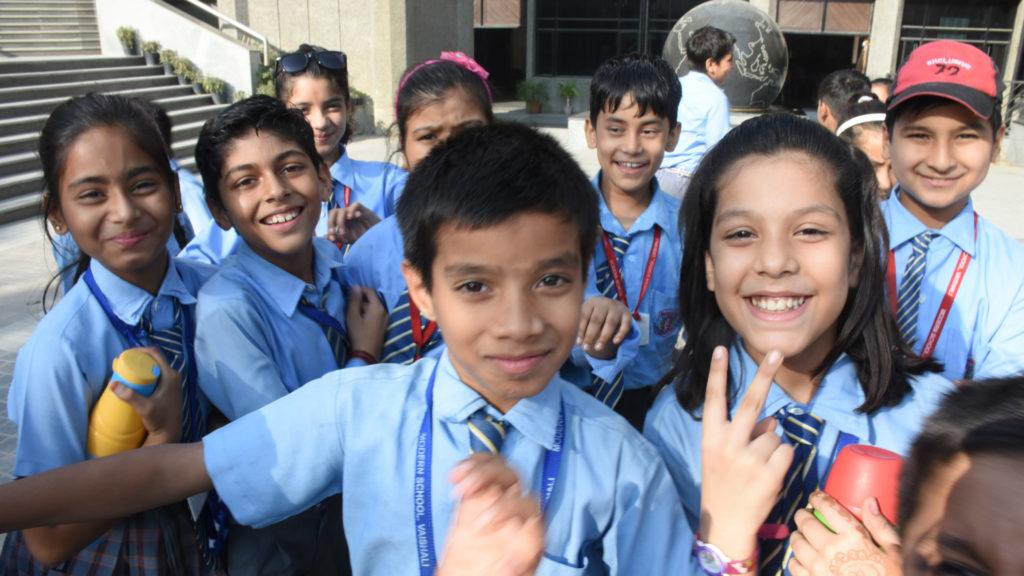 राष्ट्रीय विज्ञान केन्द्र पर मटरगश्ती कर रहे बच्चे !