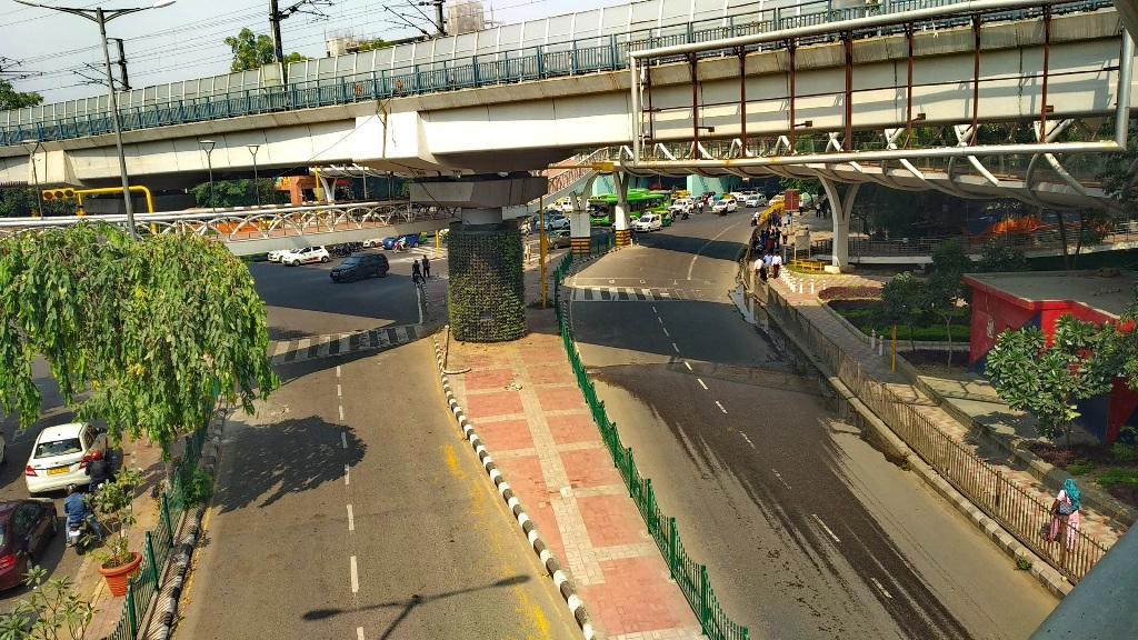 ITO skywalk at Pragati Maidan Metro Station (new name - Supreme Court Metro Station)